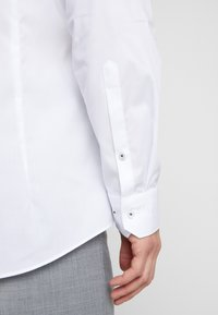 OLYMP - OLYMP NO.6 SUPER SLIM FIT  - Businesshemd - weiss - 5