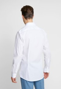 OLYMP - OLYMP NO.6 SUPER SLIM FIT  - Camicia elegante - white - 2