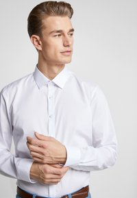 OLYMP - OLYMP NO.6 SUPER SLIM FIT  - Camicia elegante - white - 3