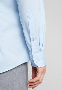 OLYMP - OLYMP LEVEL 5 BODY FIT  - Zakelijk overhemd - blue - 5