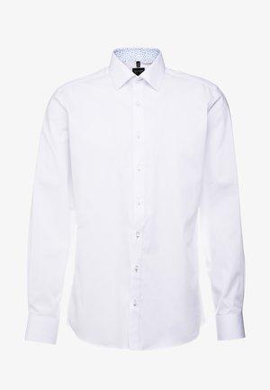 OLYMP LEVEL 5 BODY FIT  - Formální košile - white
