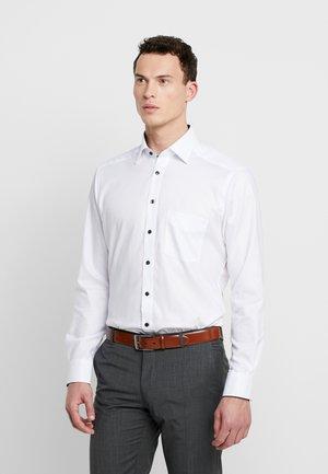 OLYMP LUXOR MODERN FIT - Koszula biznesowa - white