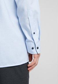 OLYMP - OLYMP LUXOR MODERN FIT - Formální košile - bleu - 3