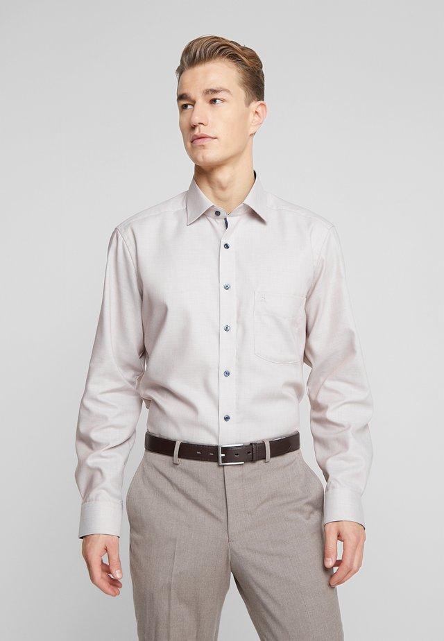 OLYMP LUXOR MODERN FIT - Formal shirt - nougat