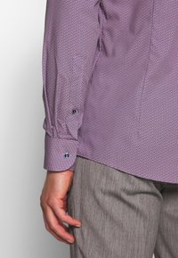 OLYMP - OLYMP LEVEL 5 BODY FIT  - Camicia - rose - 3