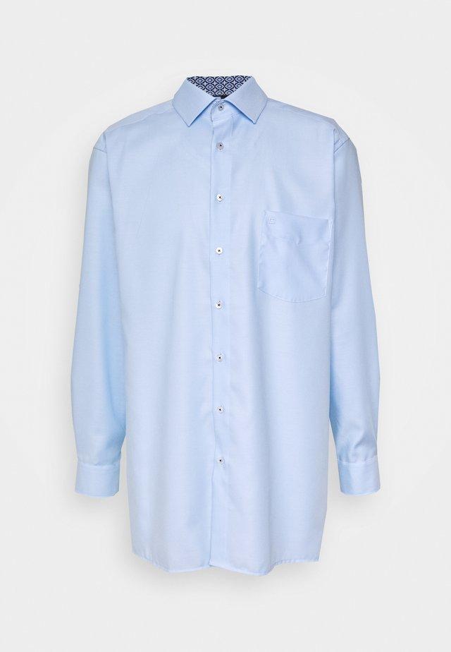 Kostymskjorta - hellblau