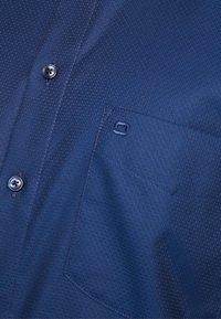 OLYMP - Formální košile - marine - 5