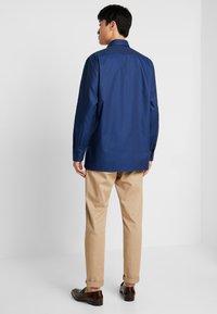 OLYMP - Formální košile - marine - 2