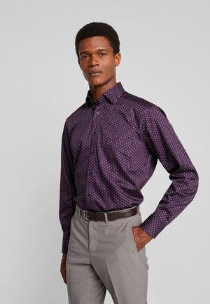 MODERN FIT - Shirt - dunkelrot