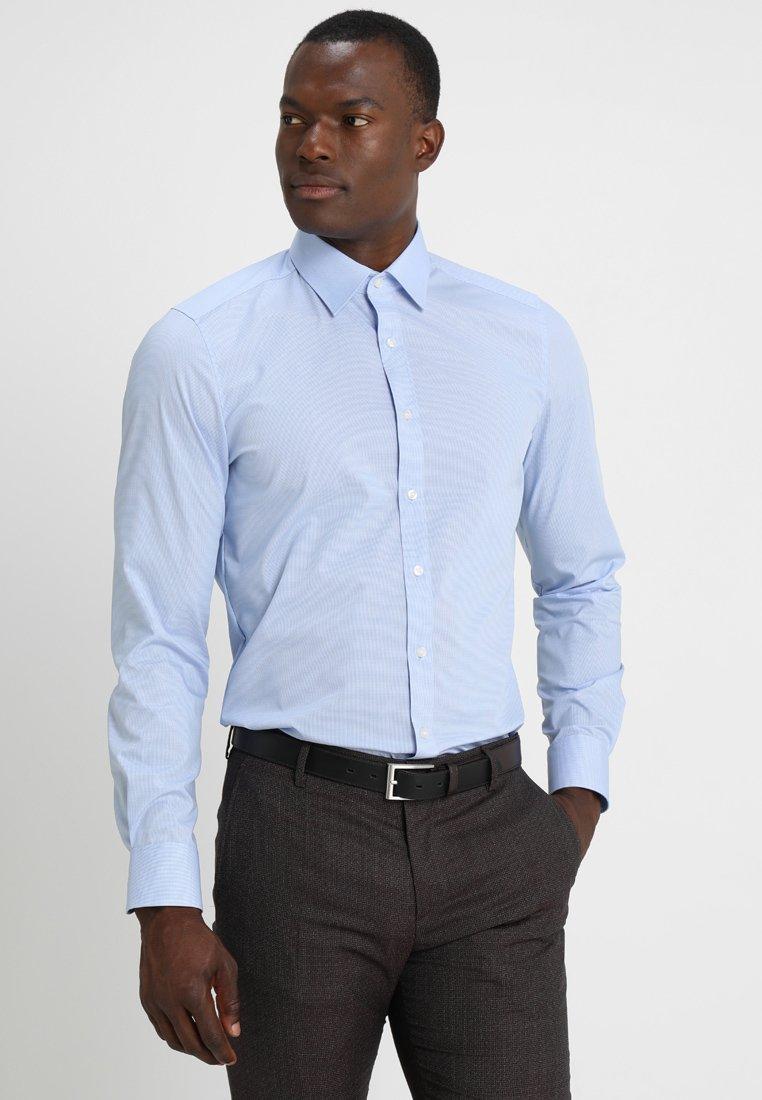OLYMP OLYMP LEVEL 5 BODY FIT - Skjorta - light blue - Herrkläder Rabatter