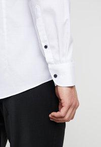OLYMP - Zakelijk overhemd - weiss - 3