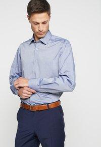 OLYMP - REGULAR FIT - Formální košile - marine - 0