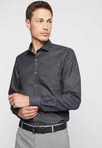 OLYMP - Formální košile - black - 0