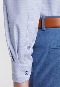 OLYMP - OLYMP LEVEL 5 BODY FIT - Formal shirt - rauchblau - 5