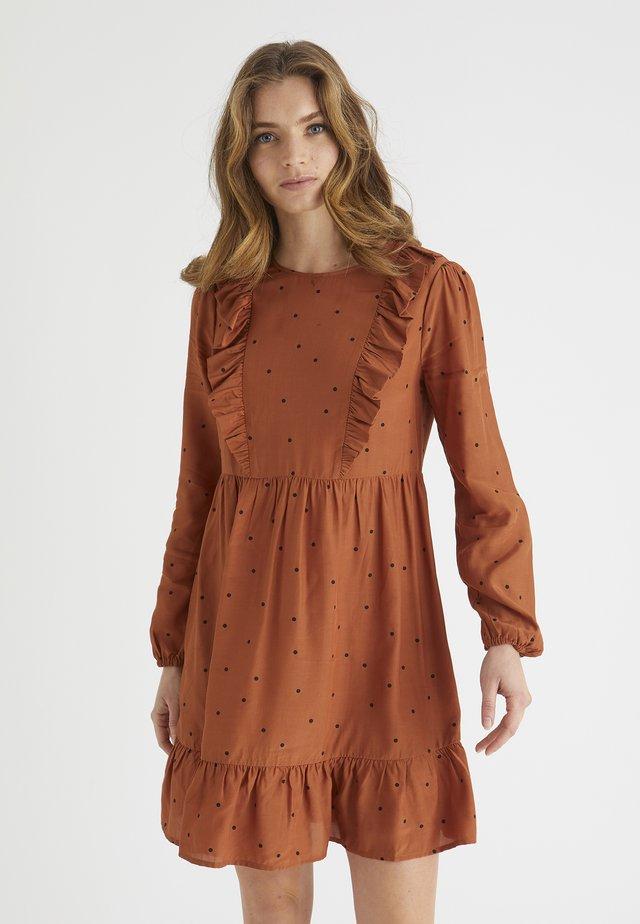 PRINT RUFFLE - Korte jurk - brown