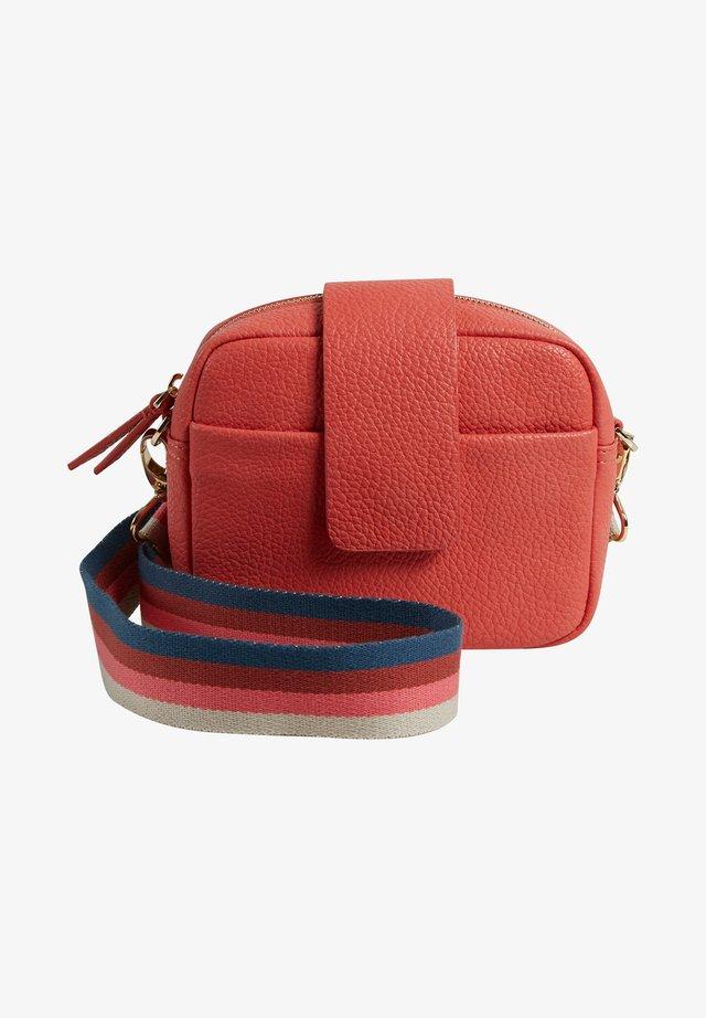 EMILIA  - Camera bag - coral