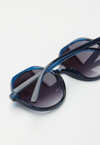 Oliver Bonas - Sunglasses - blue - 2