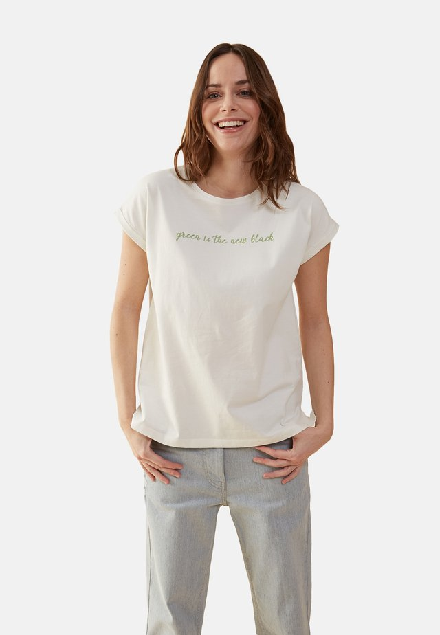 MIT SCHRIFTZUG WISER WASH - Print T-shirt - bianco