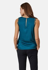 Oltre - MIT PUNKTMUSTER - Blouse - green - 2
