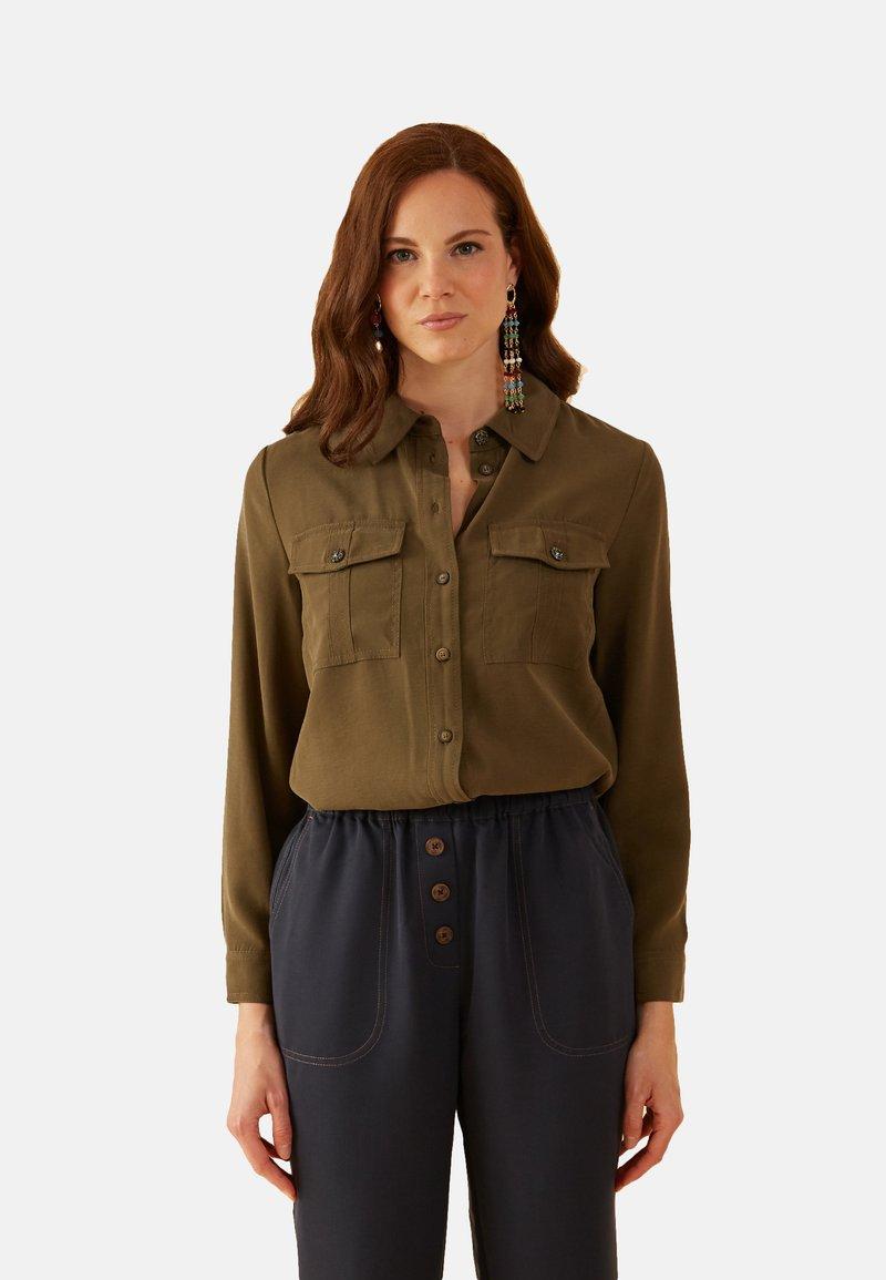 Oltre - MIT KLEINEN TASCHEN - Button-down blouse - verde