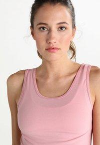 Onzie - KNOT CROP - Sportshirt - blush - 3