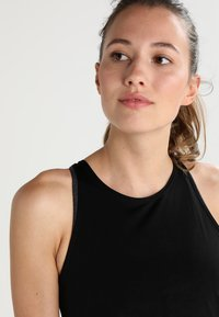 Onzie - TIE BACK TANK - Top - black - 3