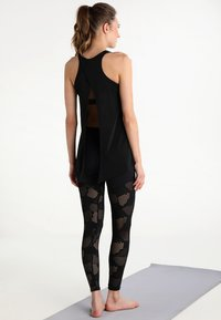 Onzie - TIE BACK TANK - Top - black - 2