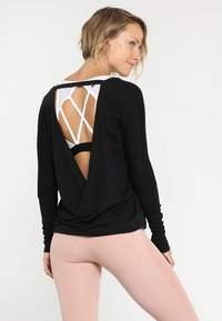 Onzie - DRAPEY BACK - T-shirt à manches longues - black - 0
