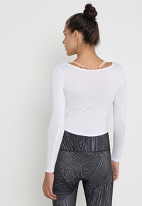 Onzie - LONG SLEEVE KNOT CROP - Longsleeve - white - 2
