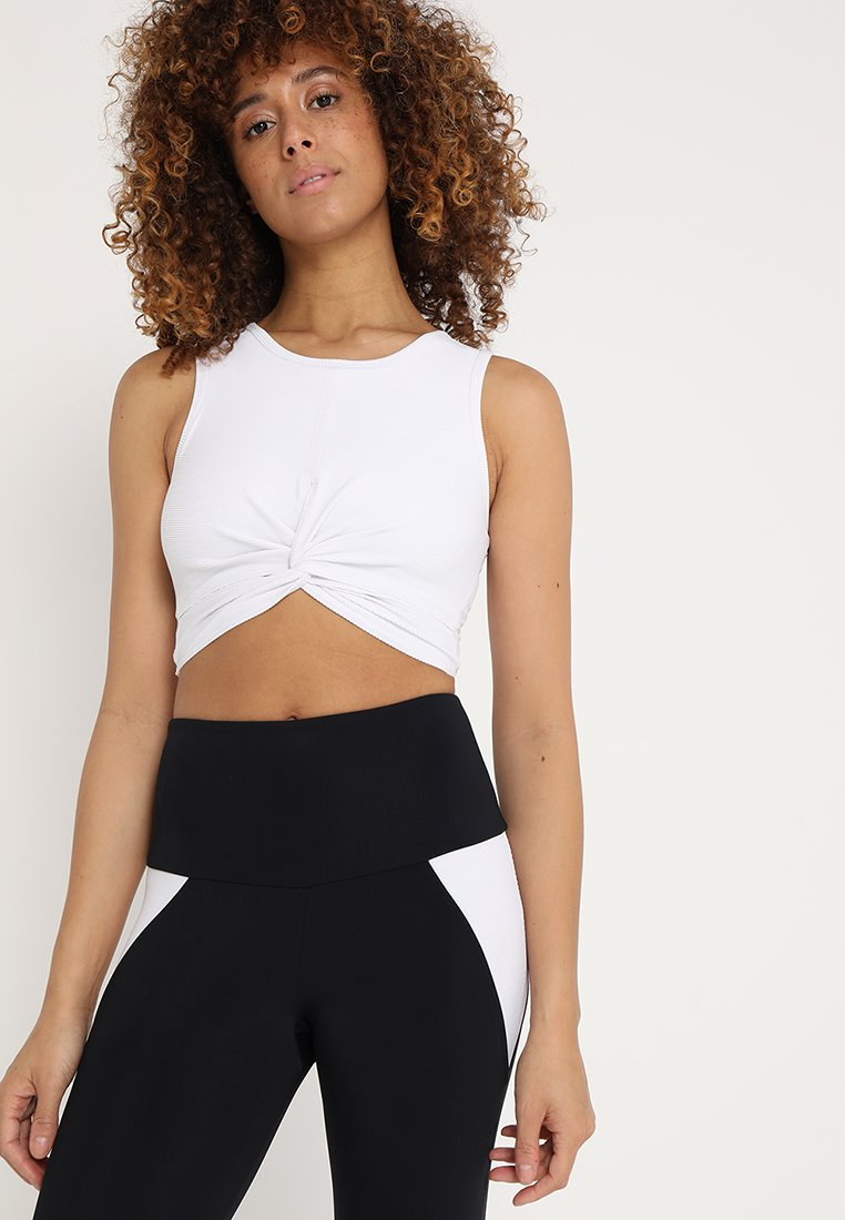 Onzie - FRONT TWIST CROP - Top - white