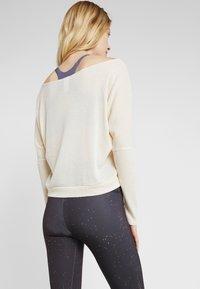 Onzie - OFF SHOULDER - Långärmad tröja - natural - 2