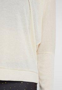 Onzie - OFF SHOULDER - Långärmad tröja - natural - 5