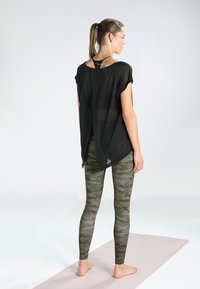 Onzie - HIGH RISE LEGGING - Tights - moss camo