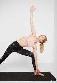 Onzie - HIGH RISE LEGGING - Collants - pink - 3