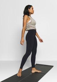 Onzie - HIGH RISE LEGGING - Tights - black - 1