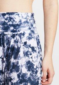 Onzie - HAREM PANT - Pantalon de survêtement - white - 4
