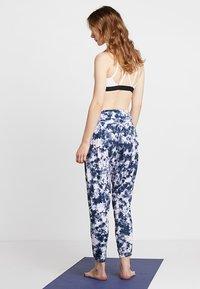 Onzie - HAREM PANT - Pantalon de survêtement - white - 2
