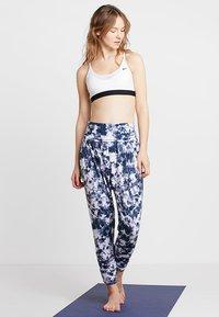 Onzie - HAREM PANT - Pantalon de survêtement - white - 1