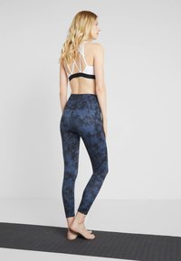 Onzie - HIGH BASIC MIDI - Leggings - blue
