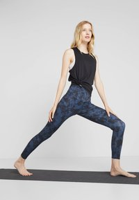 Onzie - HIGH BASIC MIDI - Leggings - blue - 1