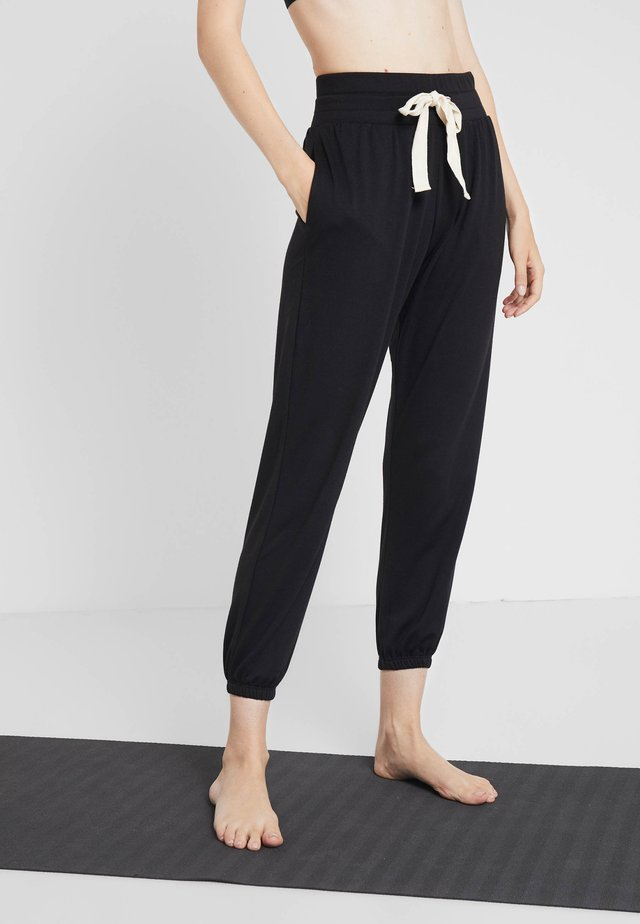 DIVINE PANT - Tracksuit bottoms - black