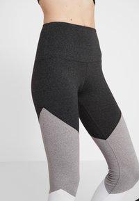 Onzie - HIGH RISE TRACK LEGGING - Punčochy - slate gray - 5