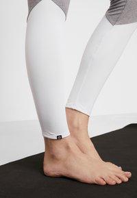 Onzie - HIGH RISE TRACK LEGGING - Punčochy - slate gray - 3
