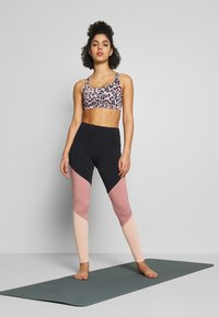 Onzie - HIGH RISE TRACK LEGGING - Tights - black/ash rose - 1