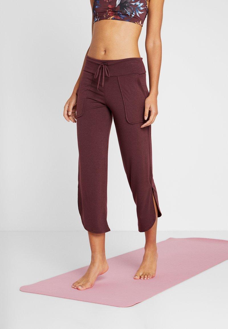 Onzie - PANT - Pantalon de survêtement - burgundy