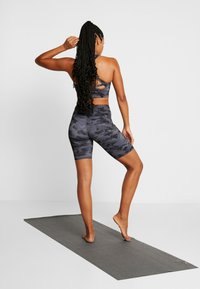 Onzie - HIGH RISE BIKE SHORT - Leggings - black/gray