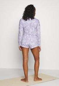 Onzie - DIVINE SHORT - Pantalón corto de deporte - lavender acid - 2
