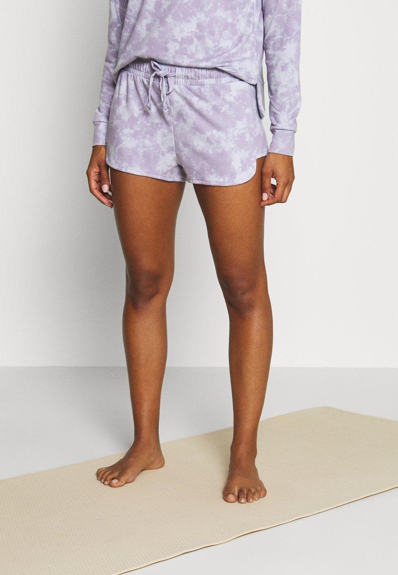 Onzie - DIVINE SHORT - Pantalón corto de deporte - lavender acid