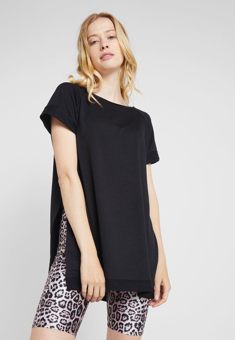 Onzie - SPLIT - T-shirt imprimé - black