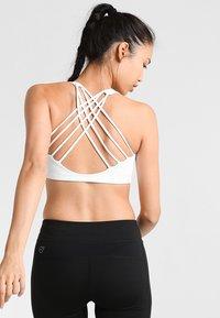 Onzie - CHIC BRA - Sports bra - white - 1